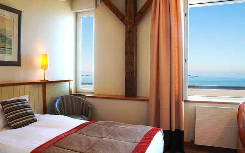 Chambre indivisuelle au Grand Hotel Vue sur mer